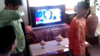 Kids singing Chinese song during Hari Raya - 1 malaysia!!!