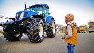 Лёва показывает какие бывают трактора!