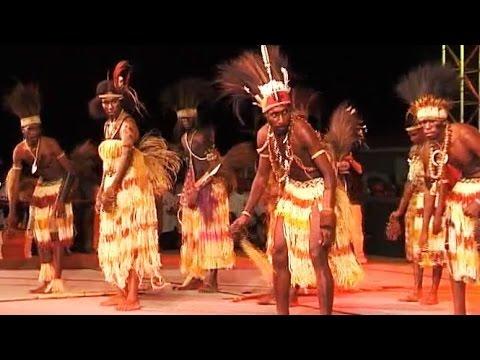 Croc Festival: Performance of Papua New Guinea dancers (1)