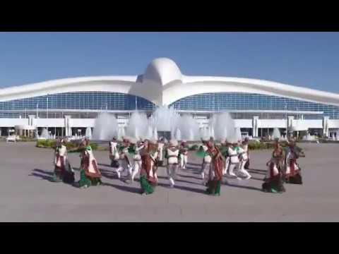 Туркменский Национальный танец, аэропорт Ашхабада / National Turkmen Dance next to Ashgabat airport