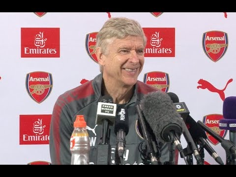 Wenger: Arsenal in talks to sign Aubameyang