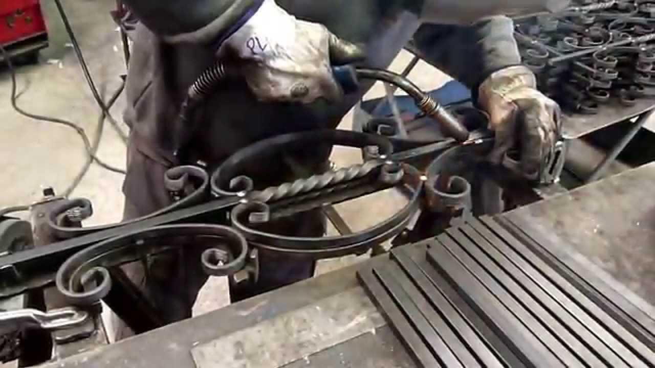 Como hacer un balaustre de forja artistica how to make a - Adornos de pared de forja ...