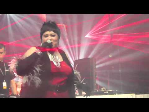 Martha Wash - Sweat (Everybody Dance Now) (Live in the UK)
