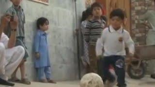 پسر بچه ای که از لیونل مسی پیراهن هدیه گرفت، از ترس طالبان به پاکستان گریخت