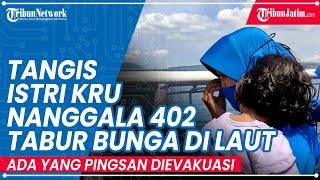 Pecah Tangis Istri Kru Nanggala 402 Ikut Tabur Bunga ke Laut, Ada yang Harus Dievakuasi