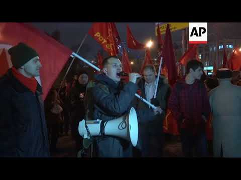 Hundreds mark 1917 Revolution at rally in Moscow