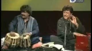 AttaUllah Khan With Happy Tabla Player - YouTube.FLV