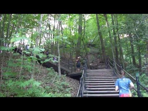( LANGUAGE ) WALKING UP MOUNT ROYAL IN MONTREAL - 07-16-18