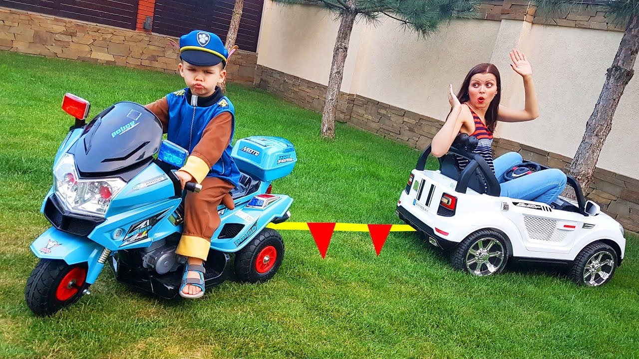 Paw Patrol Policeman towing car to the service station