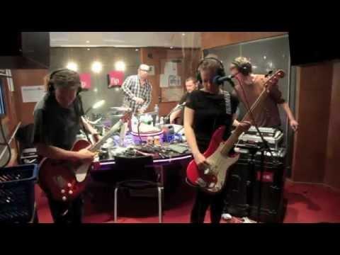 16 Minutes Live session at fip Radio, Paris