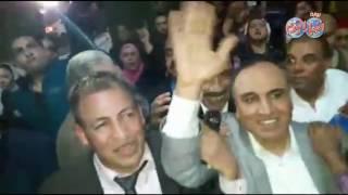 أخبار اليوم | استقبال حافل من صحفيو مؤسسة الأهرام للنقيب الجديد