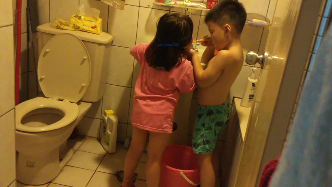 哥哥幫妹妹刷牙 [1:50x720p]