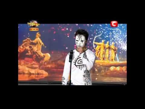 Киев   Атай Омурзаков танцует как змея
