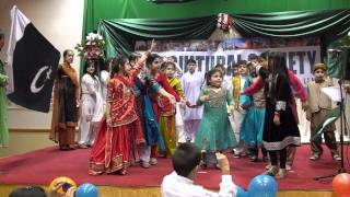 Pakistan Day 2011 Iss Parcham K Sai Talay by Children