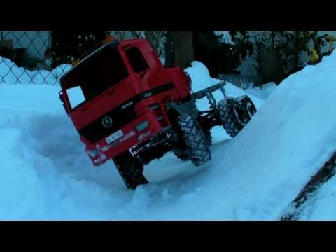 RC4WD Worminator 6x6 in the snow