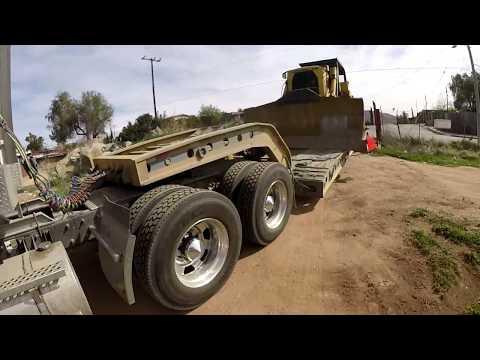 Transitando por  Tecate con Bulldozer D9G