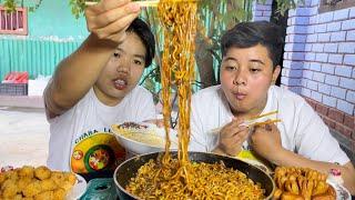 SPICY BULDAK RAMEN MUKBANG | with Cocktail Sausage, Yakult |Samyang Foods | Meitei Mukbang