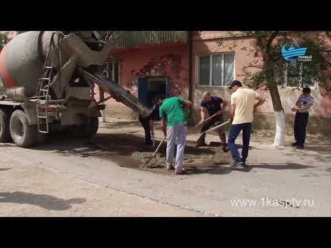 Добровольцы из числа каспийчан отремонтировали дороги в одном из районов города