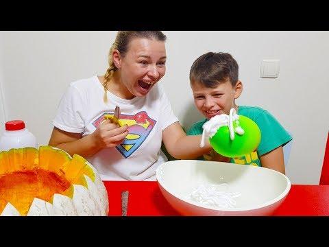 AL陌 DOLU BALONLARLA SL陌ME YAPTI Kid Making Slime with Funny Balloons