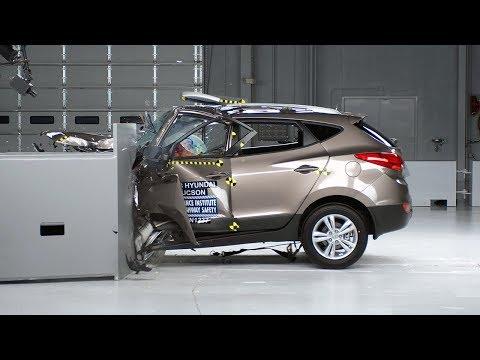 2013 Hyundai Tucson driver-side small overlap test