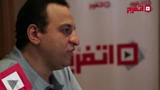 «اتفرج» يُكرم هشام إسماعيل عن مسرحية «زي الناس»