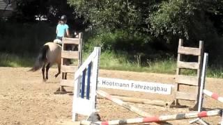 Evi en Sky 12-08-2012 - Een echte LB-i kan tegelijk eten en springen