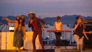 Selah Sue & Theophilus London - Flying Overseas (Live @ Cannes)
