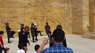 Gambar cover Anıtkabirde Askerlerin Nöbet Değişimi