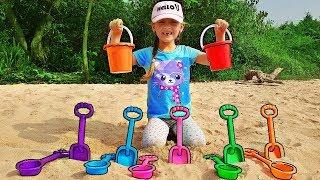 Juego de simulación en la playa con palas y moldes de arena - Mi Mi Kids
