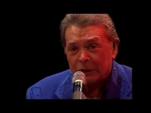 Mickey Gilley - Don't The Girls Get Prettier At Closing Time (Branson 2004)