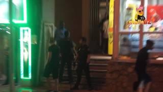 Polizei und Helmuts liefern sich Strassenschlacht am Ballermann