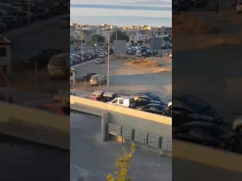 Atascos y bocinas de los porteadores a las puertas del hospital