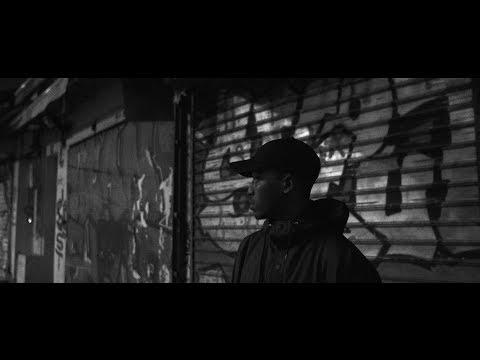 Youtube: So La Lune – Billy [Clip Officiel]