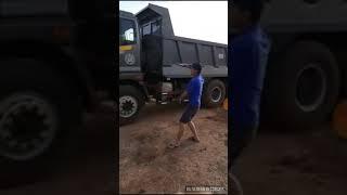 Vũ điệu lùi xe hài  vãi lều