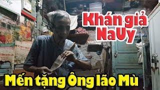 Tại sao Việt Kiều Na Uy lại biếu tiền ông lão mù thổi sáo?