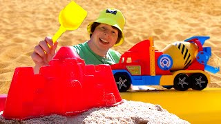 Игры для детей наулице— Собираем Формочки ииграем смашинкой БЕТОНОМЕШАЛКА— Видео Моя Песочница