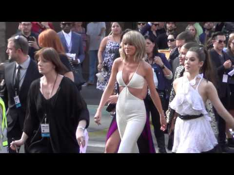 Taylor Swift, Hailee Steinfeld and Zendaya Coleman arriving to the 2015 Billboard Awards @taylorswif