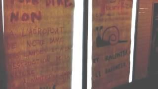Les anti-Notre Dame des Landes piratent des pubs dans le métro à Paris #NDDL