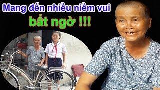 Trao xe đạp mơ ước cho bà ngoại bán vé số nuôi 3 cháu | Việt kiều đài thọ 3 bé đến trường - Guufood