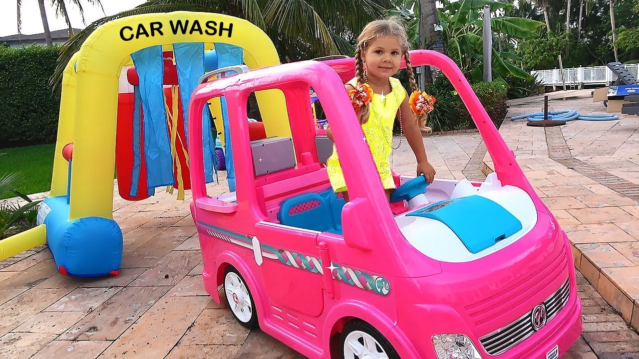 Diana and Papa Pretend Play car wash