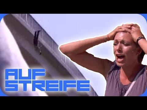 Von der Brücke geschubst! 😱 Mädchen-Gang schlägt zu! | Auf Streife | SAT.1