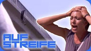 Von der Brücke geschubst! 😱 Mädchen-Gang schlägt zu!   Auf Streife   SAT.1