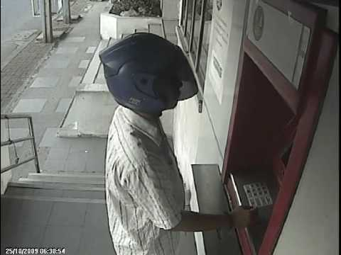 โจรงัดแงะรถ Robber Stole Value Things from Suzuki Vitara by Destroy Door Key