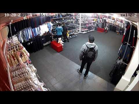 ПН TV: В Николаеве парень ворует одежду в детском магазине