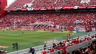 La hinchada de Independiente saluda a la Conmebol