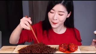 닭고기와 함께 한 국수먹기Eat korean noodl…
