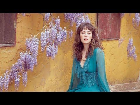 Demet Evgar: Mavi Huydur Bende   Vogue Türkiye