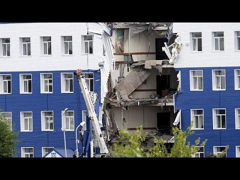 Rusya'da askeri kışlada çöküntü: En...