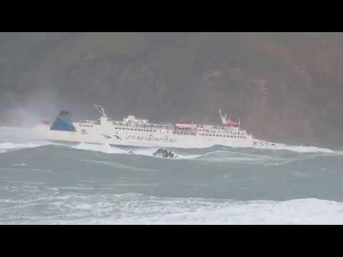 TOP 10 Schiffs unfälle durch monster wellen...