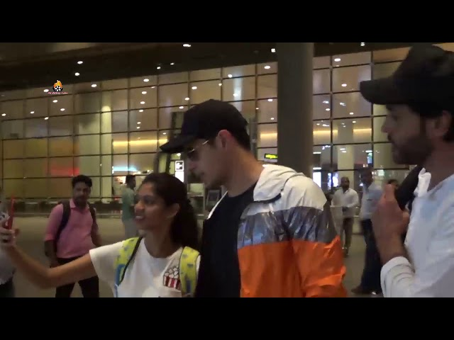Siddharth Malhotra Spotted at Airport